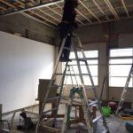 大工さんがスタッドとランナーを組み立てまくり、電気屋さんが配線工事。